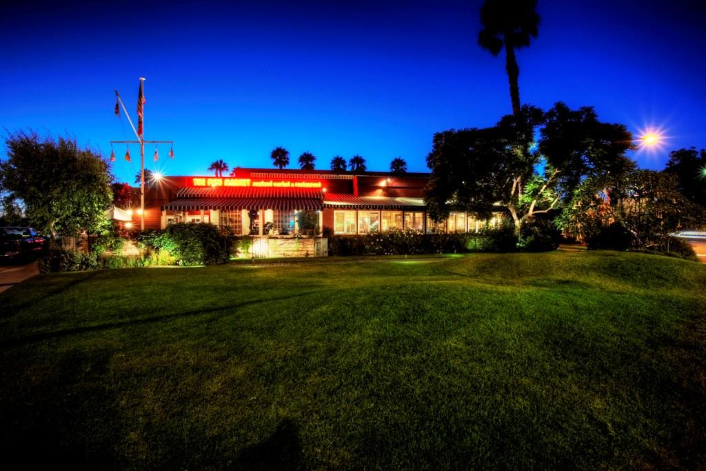 Commercial Lighting - restaurant image2